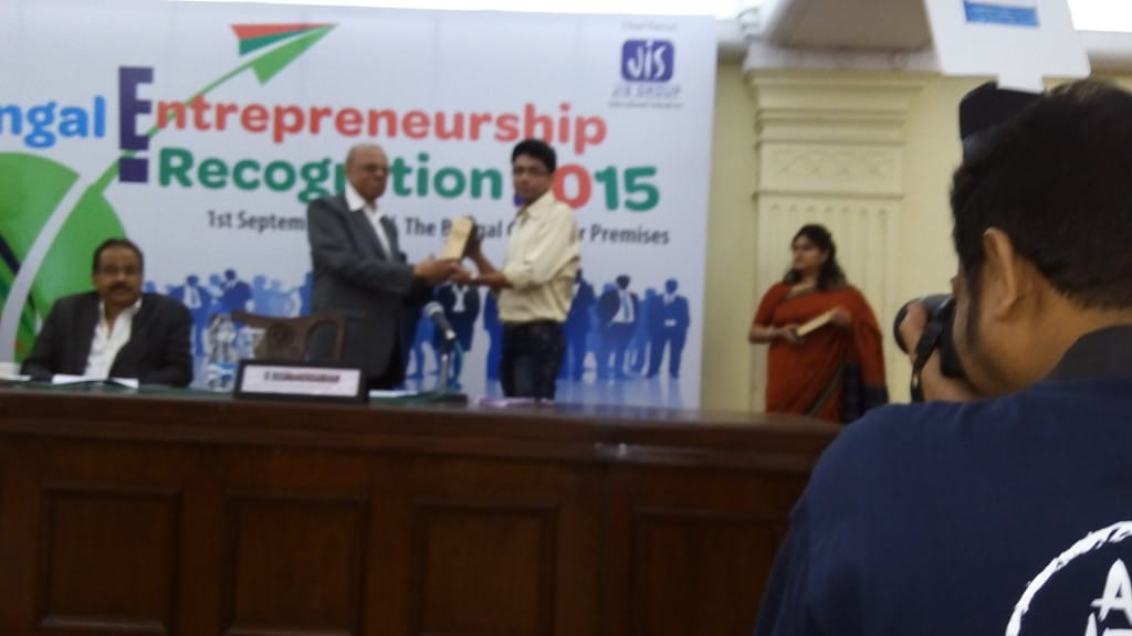 Debajyoti Banerjee receiving recognition from Former BCC&I Chairman Shri Aloke Mookherjea & Shri S. Radhakrishnan