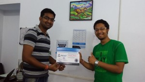 Student taking certificate after successful completion of digital marketing course from Seven Boats & ready to move with a good job at Wooplr
